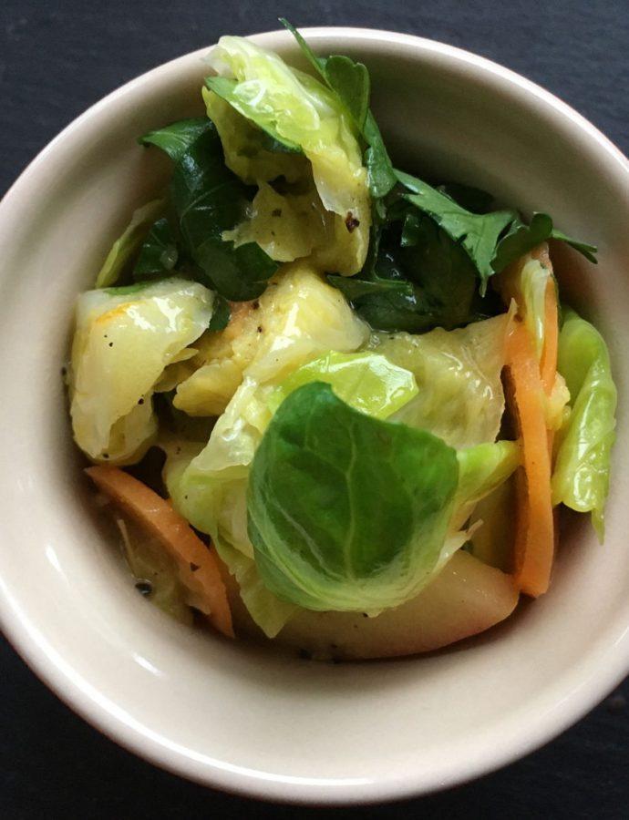 Rübchen & Rosenkohl-Salat mit Orangen-Dressing