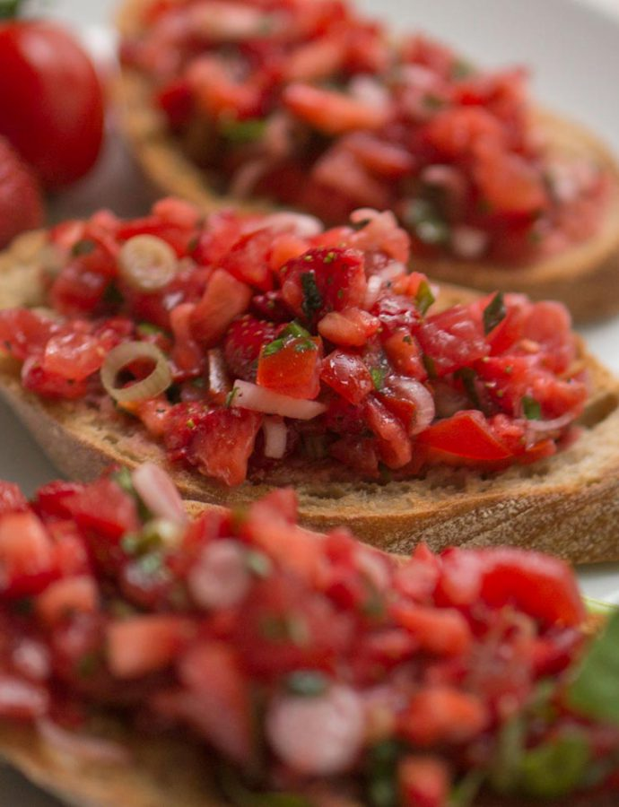 Tomaten-Erdbeer-Bruschetta