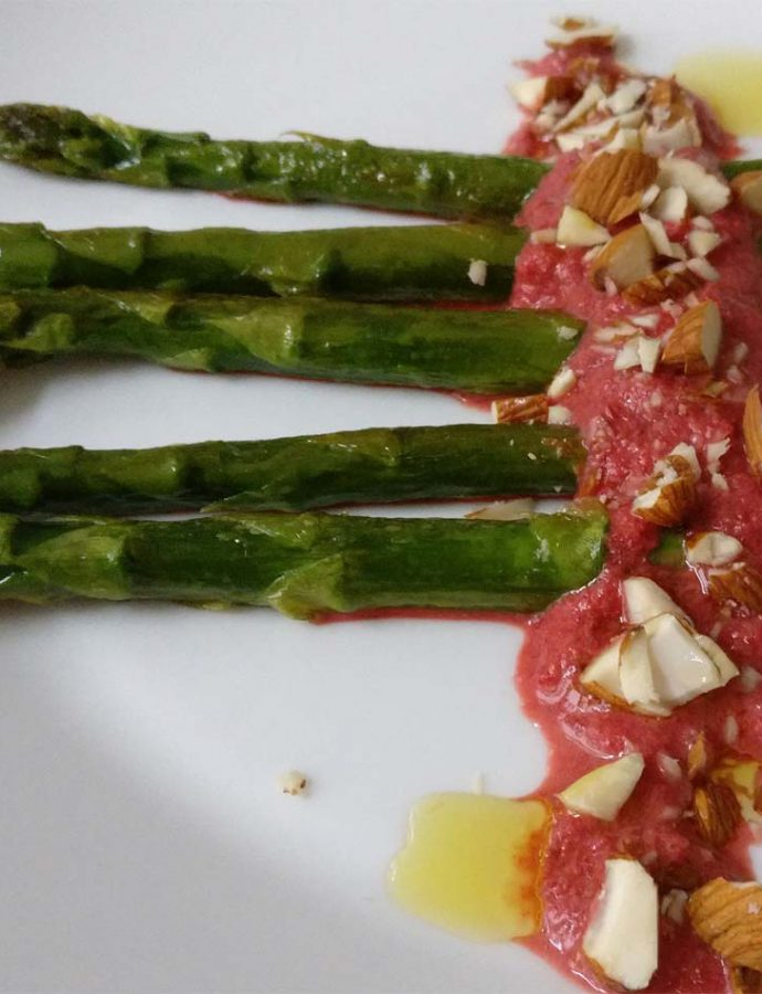 Grüner Spargel mit Rote-Beete-Pesto