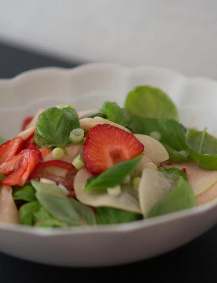 Kohlrabi-Erdbeer-Salat