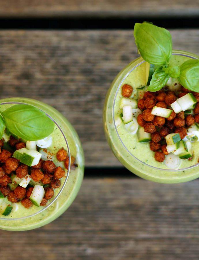 Grüne Gazpacho mit Knusper-Kichererbsen