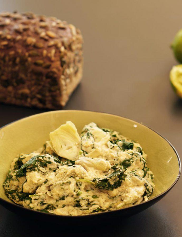 Spinat-Dip mit weißen Bohnen und Artischocken