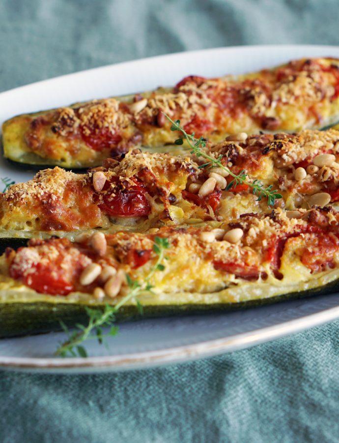 Zucchini mit Pinienkern-Tomaten-Füllung