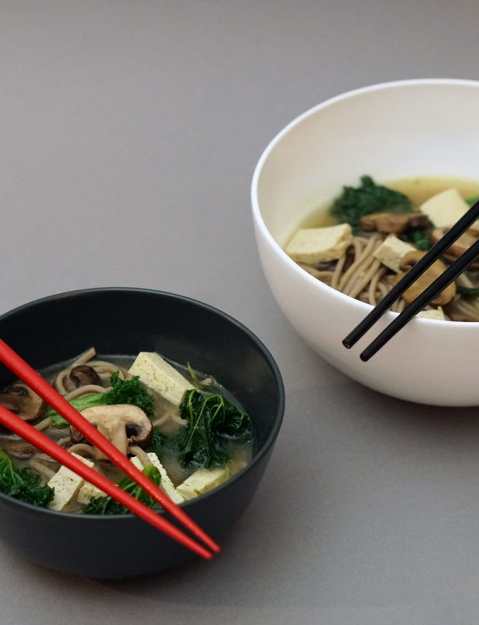 Misosuppe mit Grünkohl, Pilzen und Tofu